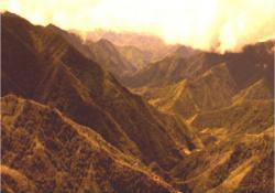 硝煙が上がるフィリピン北部山岳