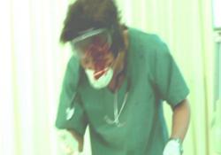患者の吐血を浴びた安藤医師