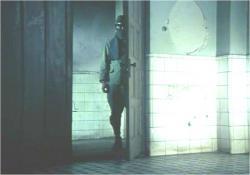 謎の復員服の男