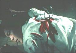 菊ハサミで佐竹を殺害