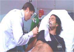 昏睡状態のサイードを治療するジャック