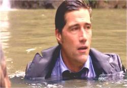 島に戻って、ハーリーを助け川に入ったジャック