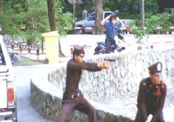 集会で起きた銃撃戦