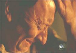 娘・アレックスの亡霊に怯えているベン