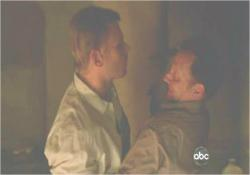ロックの命により、ベンがジェイコブをナイフで刺す