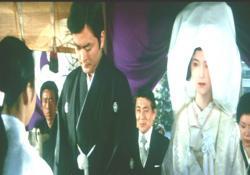 覗かれた男(大和田伸也)と泉ジュンの婚礼