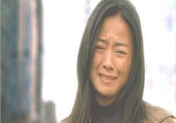 泣いている母親