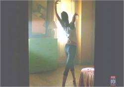 ダンスのレッスンをしているキャメロン