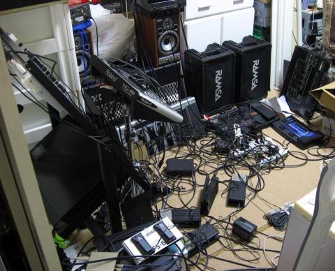080103_equipments.jpg