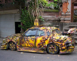 バリ島にある変な車
