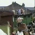 屋根から落下