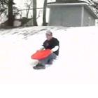 雪の坂を登れない少年