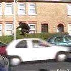 走ってくる車をジャンプ