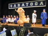 ペニスコスチュームで卒業式