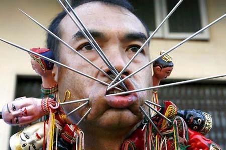 thai-face-piercing-festival1.jpg