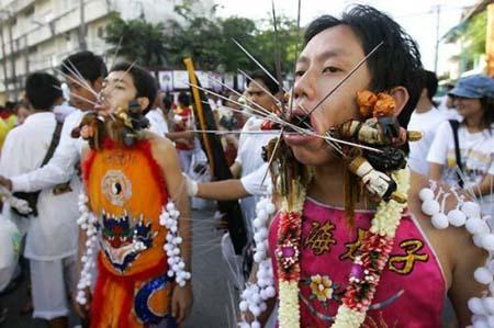 thai-face-piercing-festival3.jpg