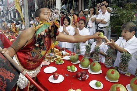 thai-face-piercing-festival5.jpg