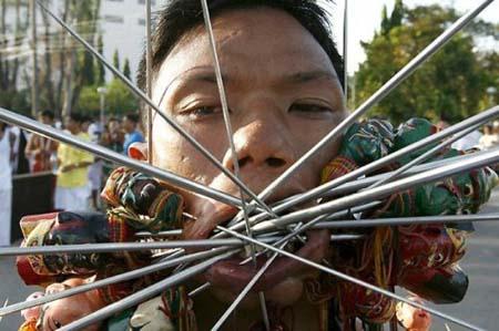 thai-face-piercing-festival6.jpg
