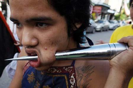thai-face-piercing-festival7.jpg