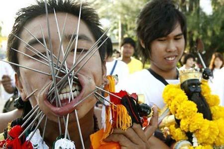thai-face-piercing-festival8.jpg