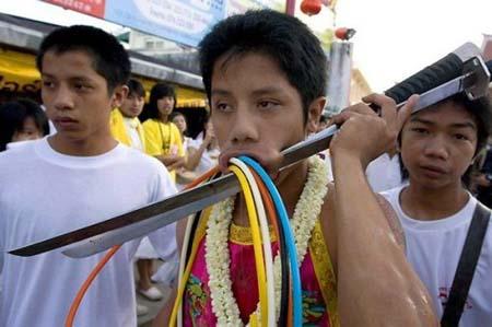 thai-face-piercing-festival9.jpg