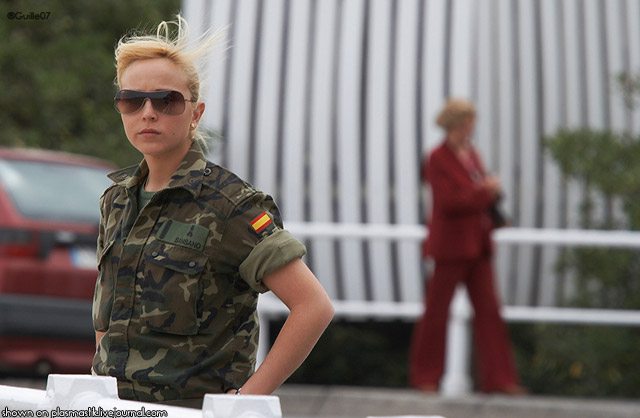 スペインの女性兵士