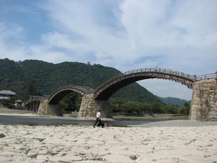 これが有名な錦帯橋