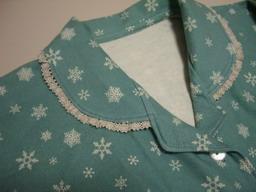 姑のパジャマの衿