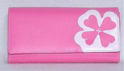 ラッキーカラー、ピンクの長財布