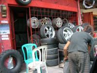 タイヤ屋さん