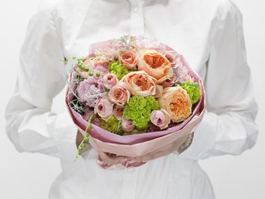 かわいいウェディングブーケ風花束