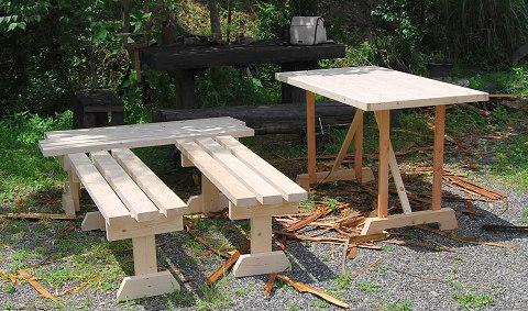 作ったテーブルとベンチ