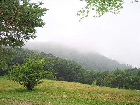 雲がかかる面ノ木峠