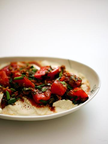冷や奴の麻婆トマトがけ:豆乳入り寄せ豆腐