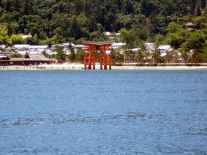 フェリーから見た厳島神社
