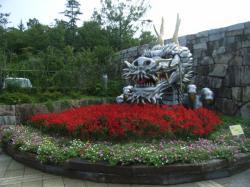 まんのう公園入り口の竜