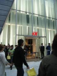 H&M入り口