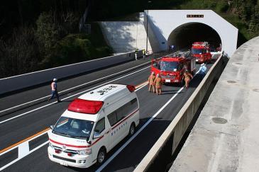 消防団のトンネル対策お披露目
