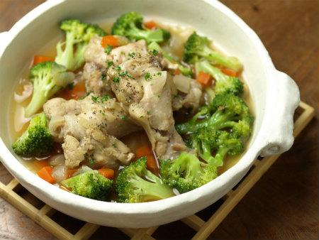 手羽元とブロッコリーのスープ14