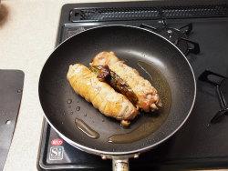 鶏もも肉のウインナー巻き16