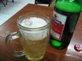 冷えていないビールと氷