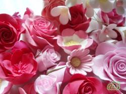 ピンクのクレイでできたお花たち♪
