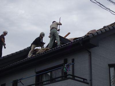 こんな屋根でも叩き壊されてると、心が痛む・・
