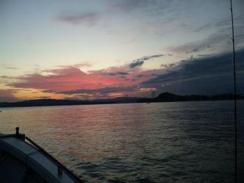 ピンクに染まる鳴門の空