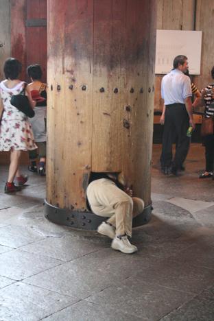 200809奈良大仏鼻の穴