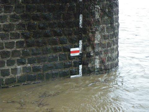 米代川春の増水1