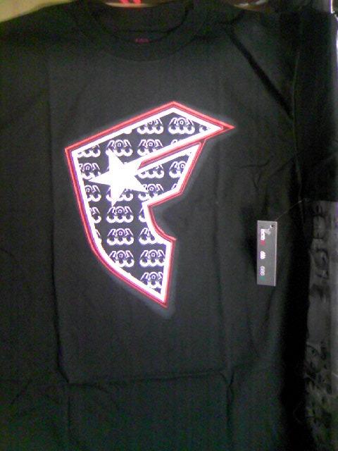 686/Famous Badge T 3-1z
