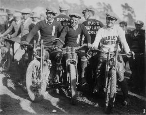 oakland-motorcycle-club-1920s.jpg
