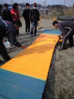 Aフレームの塗装と砂まき