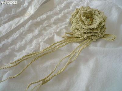 バラのコサージュ 薄黄緑1